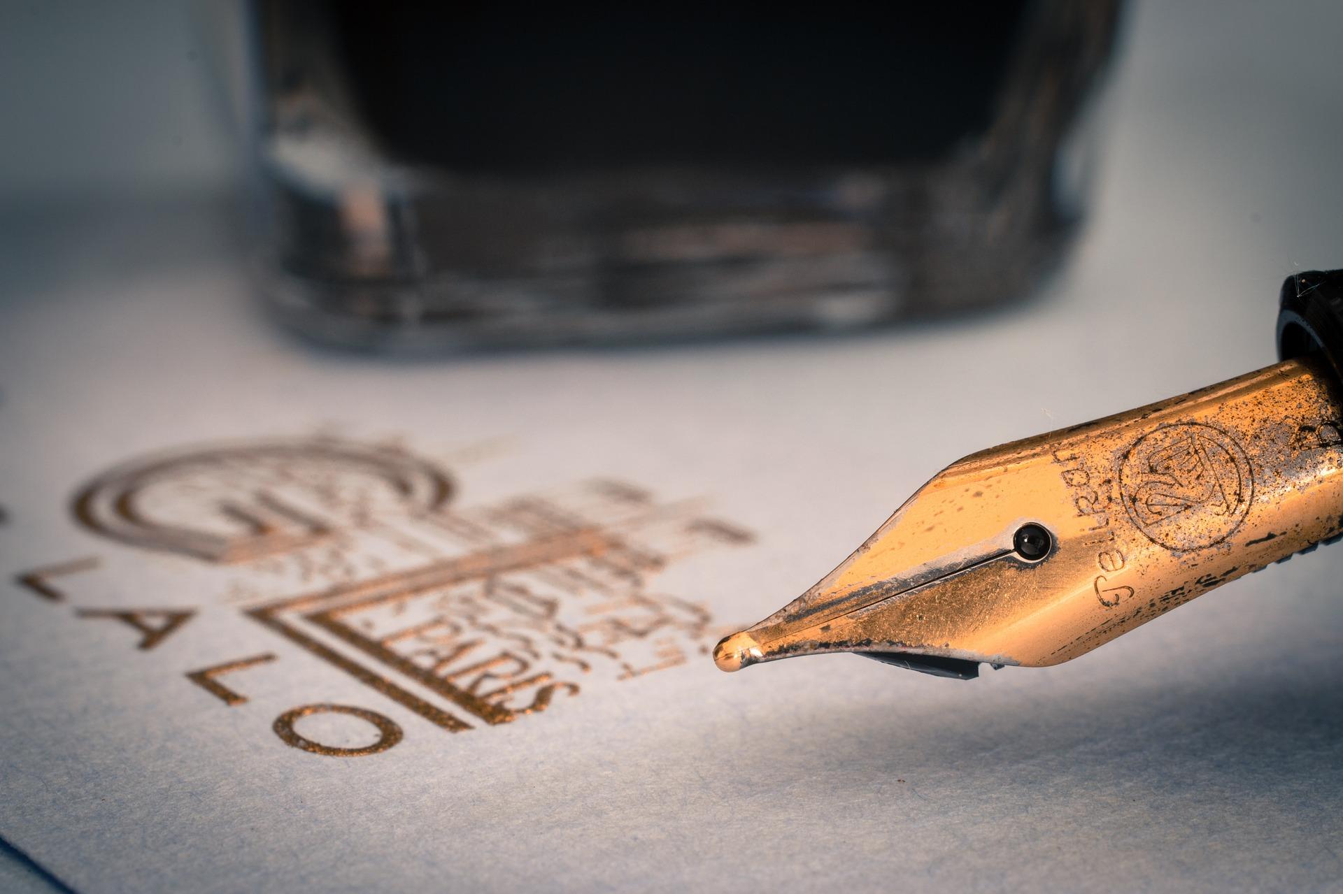 fountain-pens-1393979_1920.jpg